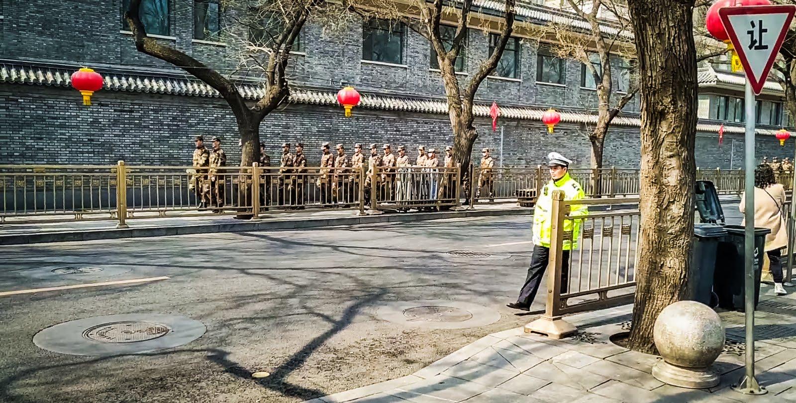 vojáci v ulicích Pekingu