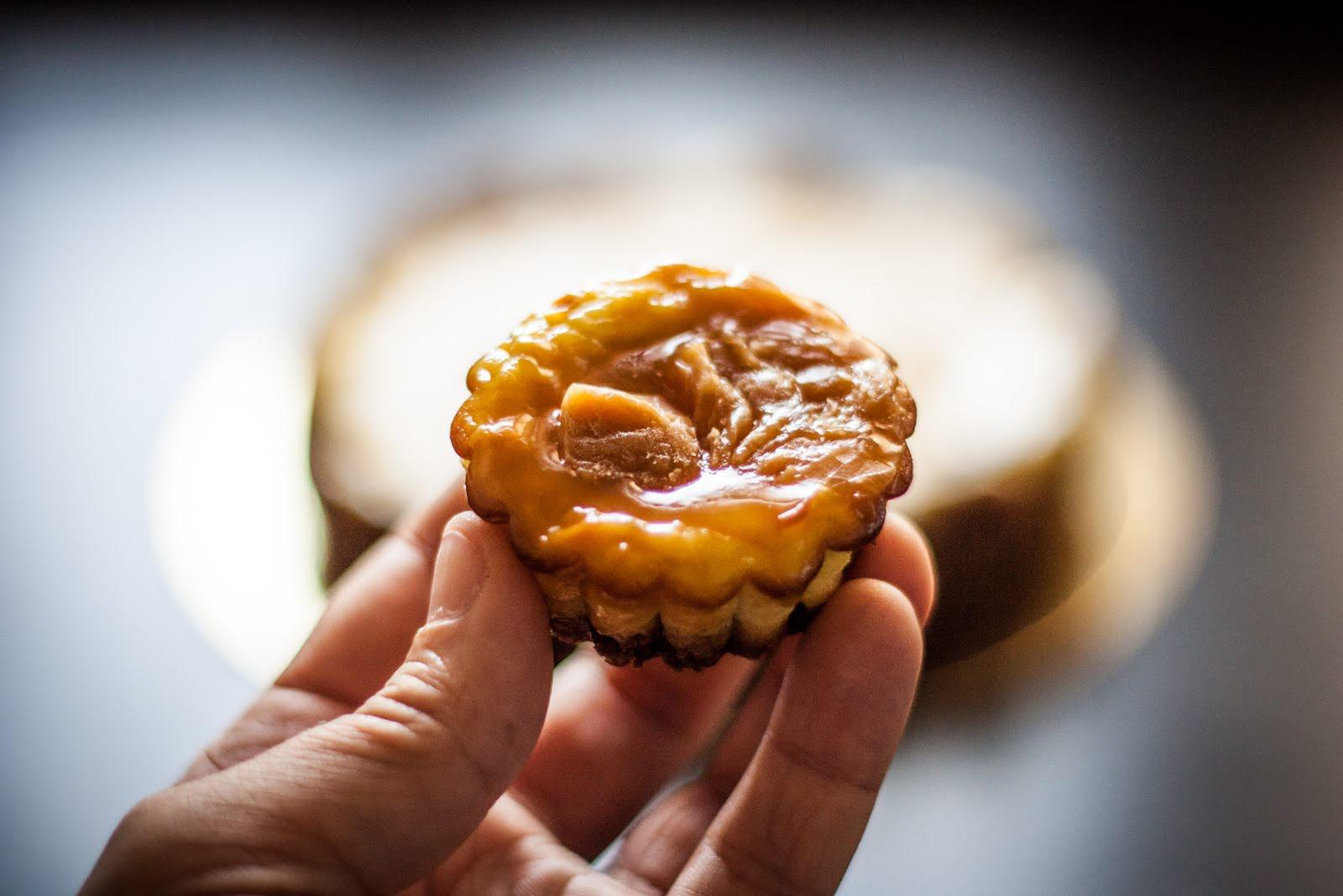 Krém z mascarpone a karamel je skvělá kombinace.