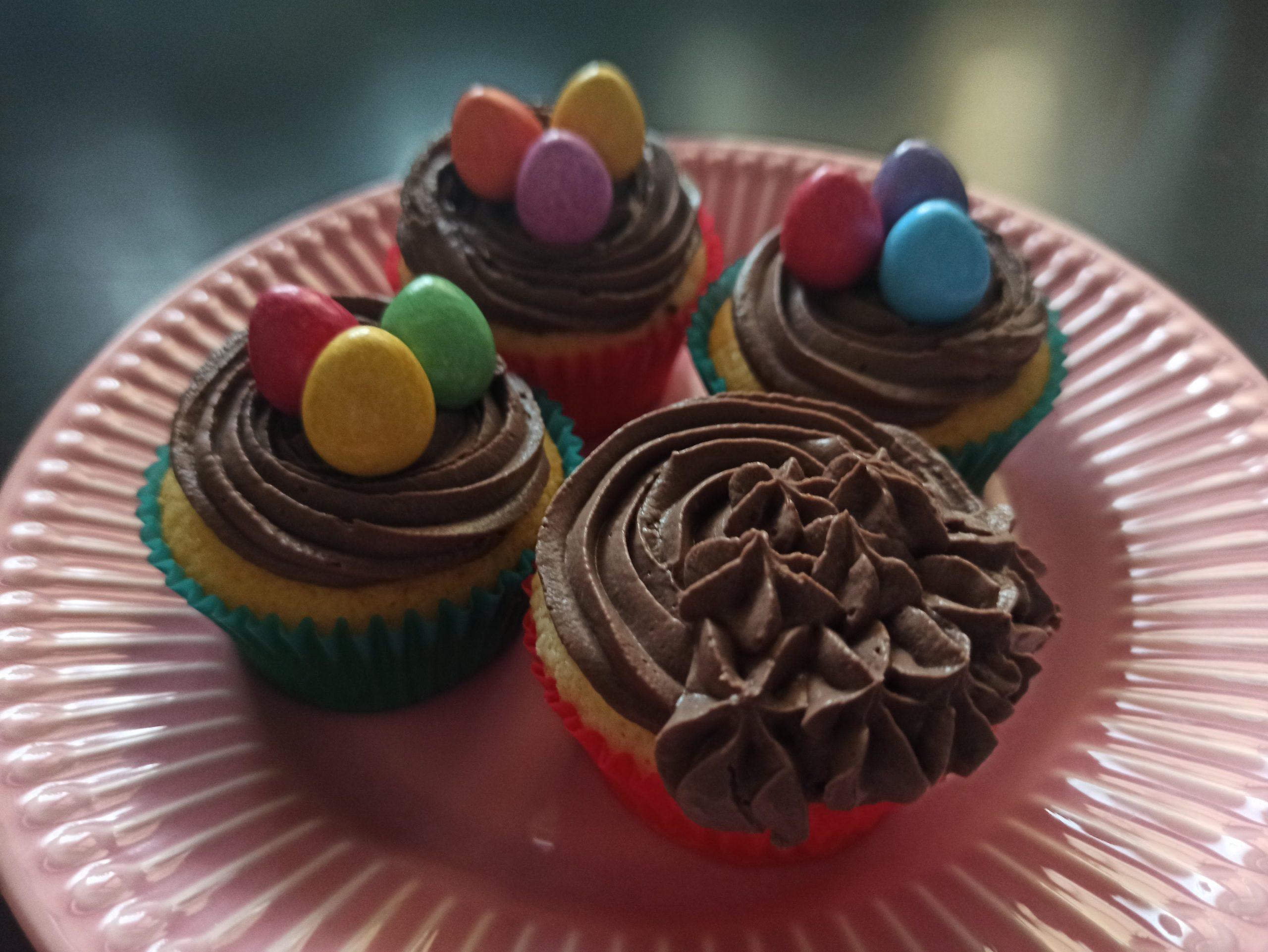 velikonoční muffiny, krém z mascarpone a minivajíčka