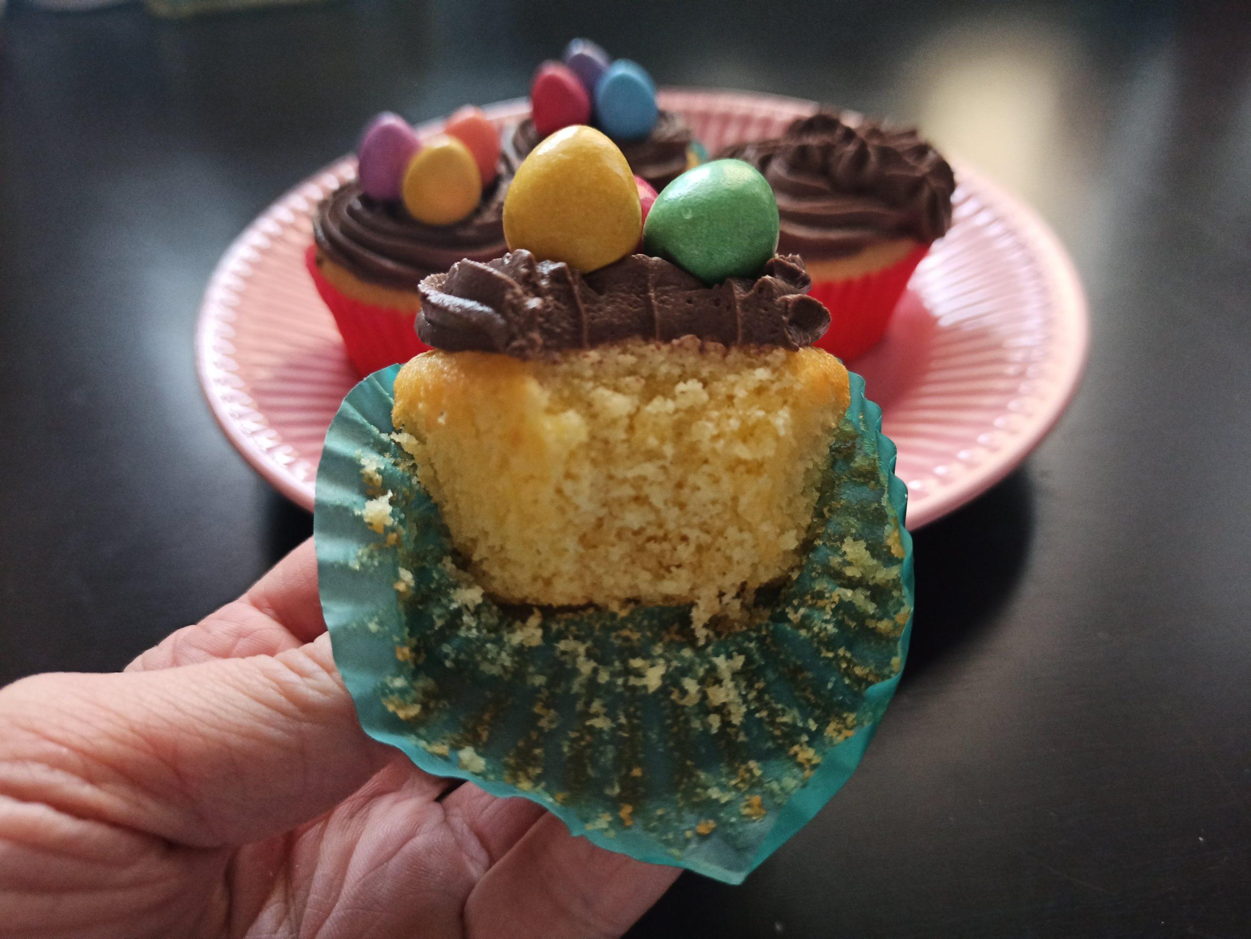 nakousnutý velikonoční muffiny s krémem z mascarpone