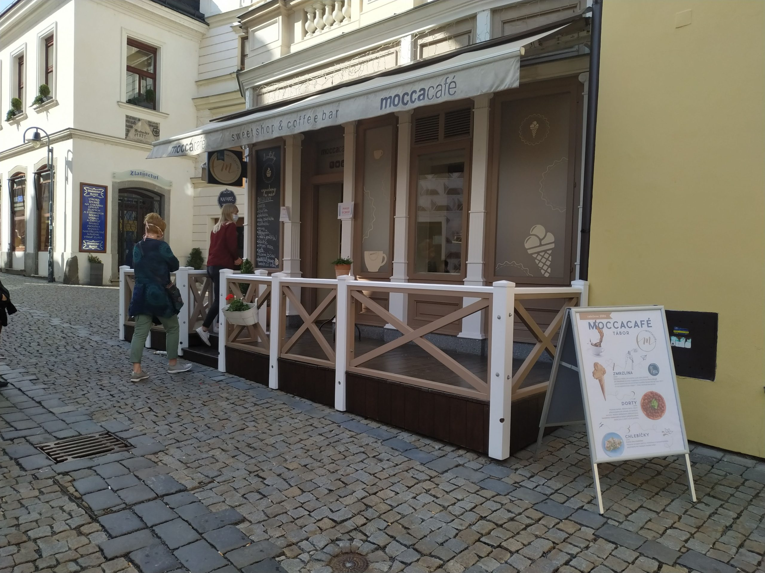 kavárna a cukrárna Moccacafé